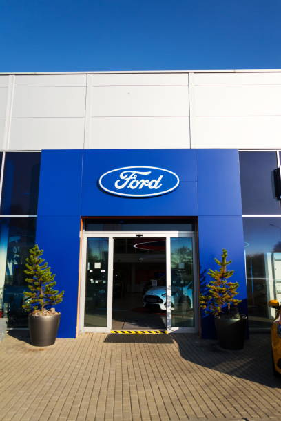 Ford motor company logo on dealership building picture id856170158?b=1&k=6&m=856170158&s=612x612&w=0&h=vodb1x0hqf4dihxwn77vldag59ycc 9f l3 b1lpaxk=