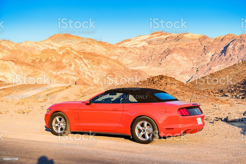 Foto De Ford Mustang Convertible In Death Valley National Park California E Mais Fotos De Stock De America Do Norte Istock