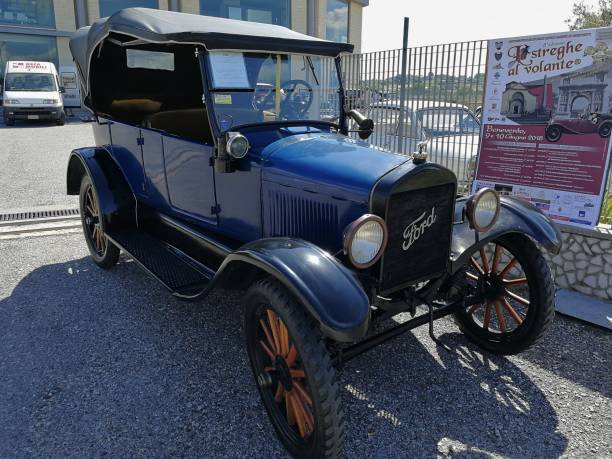 """Ford T del 1919 Benevento, Campania, Italy - June 9, 2018: Ford's historic car, model T of 1919, at the meeting point to participate in the eighth edition """"Streghe al Volante"""", the national event A.S.I. valid for the Marco Polo Trophy 1910 1919 stock pictures, royalty-free photos & images"""
