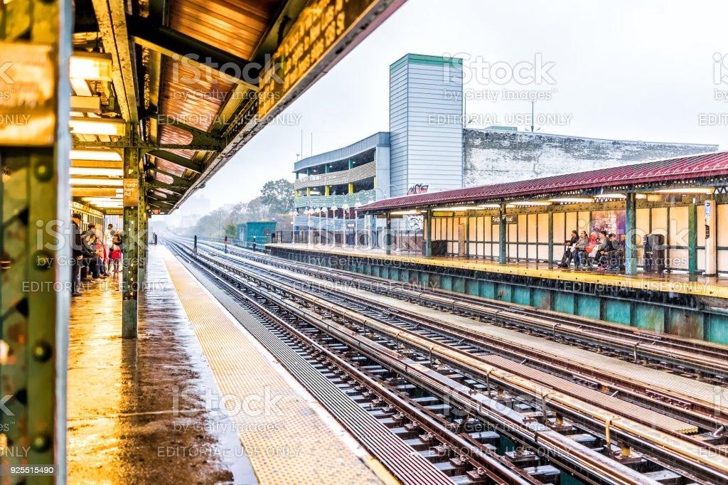 ニューヨーク市大雨の外のニュー...