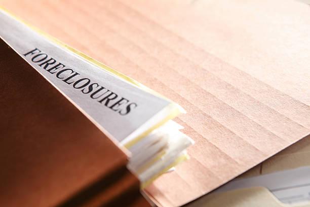 embargo hipotecario los documentos rellenos en un archivo de carpetas de color marrón - embargo hipotecario fotografías e imágenes de stock