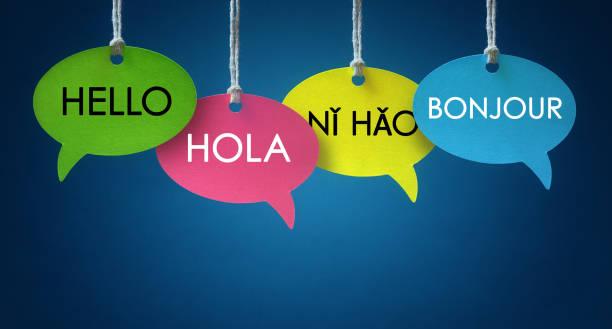 burbujas de habla de lengua extranjera comunicación - saludar fotografías e imágenes de stock