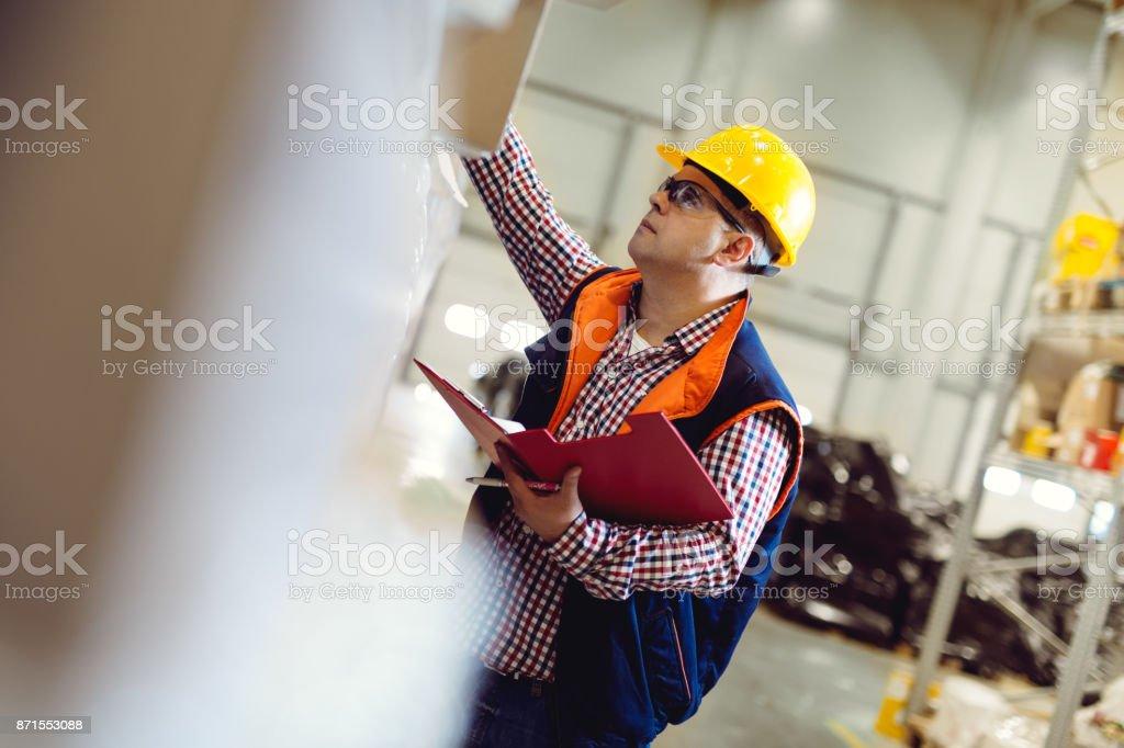 Capatazes inventário no depósito da empresa - foto de acervo