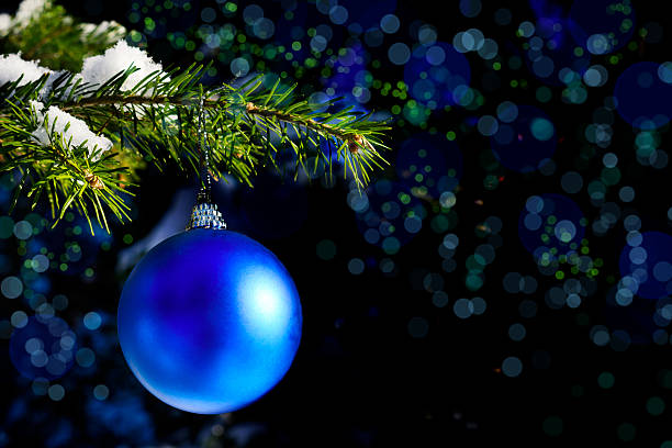forest christmas tree branch with blue ornament - ornamentik stock-fotos und bilder