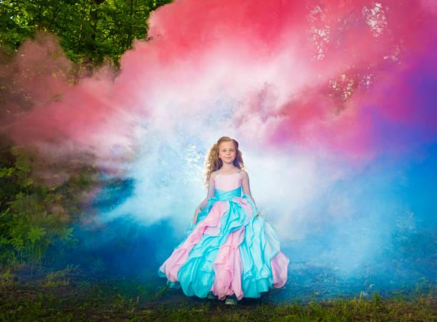 fairy forest - prinzessin kleid kind stock-fotos und bilder