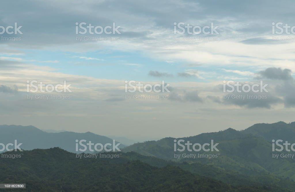 Wälder und Berge. – Foto