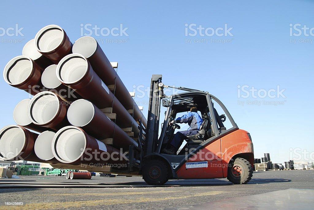 Fork lift mit PVC-pipes – Foto