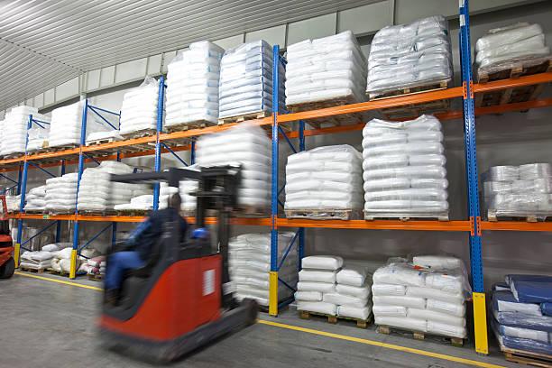 Gabelstapler operator am Schreibtisch im warehouse XXXL – Foto