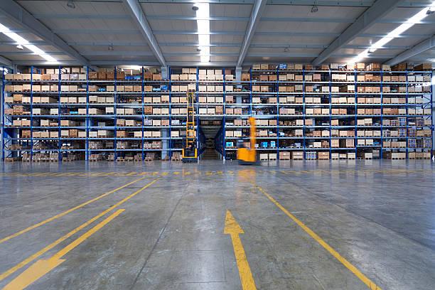 Gabelstapler Lkw in Teilen Speichern in Fabrik – Foto