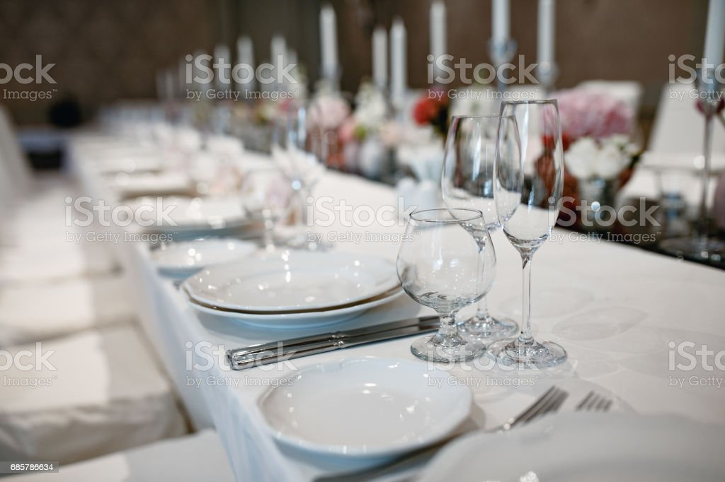 Formal dinner service at a wedding banquet foto de stock libre de derechos