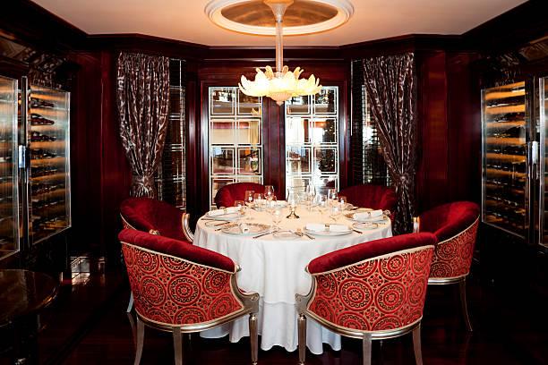sala de jantar formal e elegante serviço de mesa para seis, - eventos de gala - fotografias e filmes do acervo