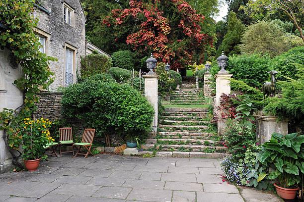 Formal Garden Courtyard Courtyard in an English Landscape Garden courtyard stock pictures, royalty-free photos & images