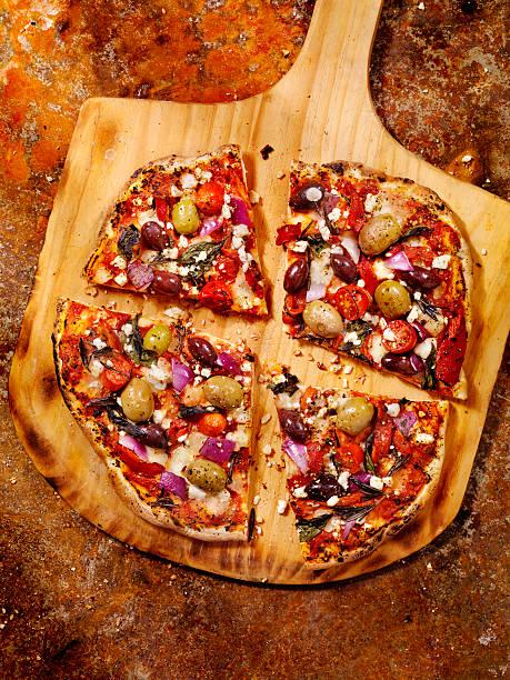 forno ofen pizza pizza - ofengemüse mit feta stock-fotos und bilder