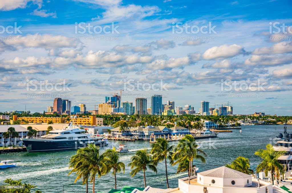 Fort Lauderdale Skyline And Intracoastal Waterway Stock Photo - Download  Image Now