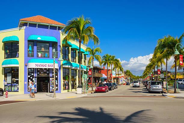 spiaggia di fort myers quartiere dello shopping, florida - 2010 foto e immagini stock