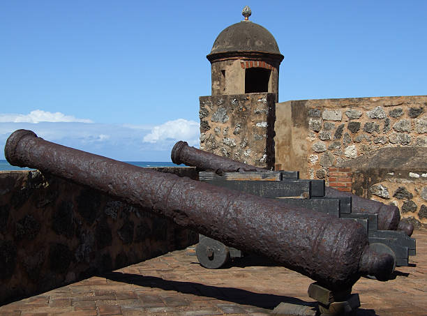 fort san felipe cannons - belkindesign stock pictures, royalty-free photos & images