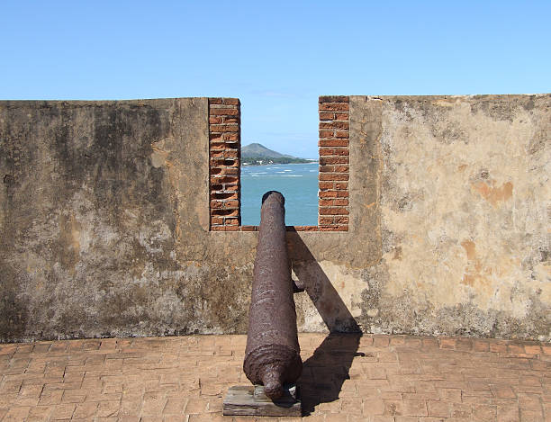 fort san felipe turret cannon - belkindesign stock pictures, royalty-free photos & images