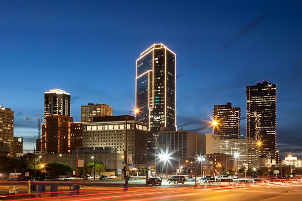 Bei Nacht der Innenstadt von Fort Worth. Texas, USA – Foto