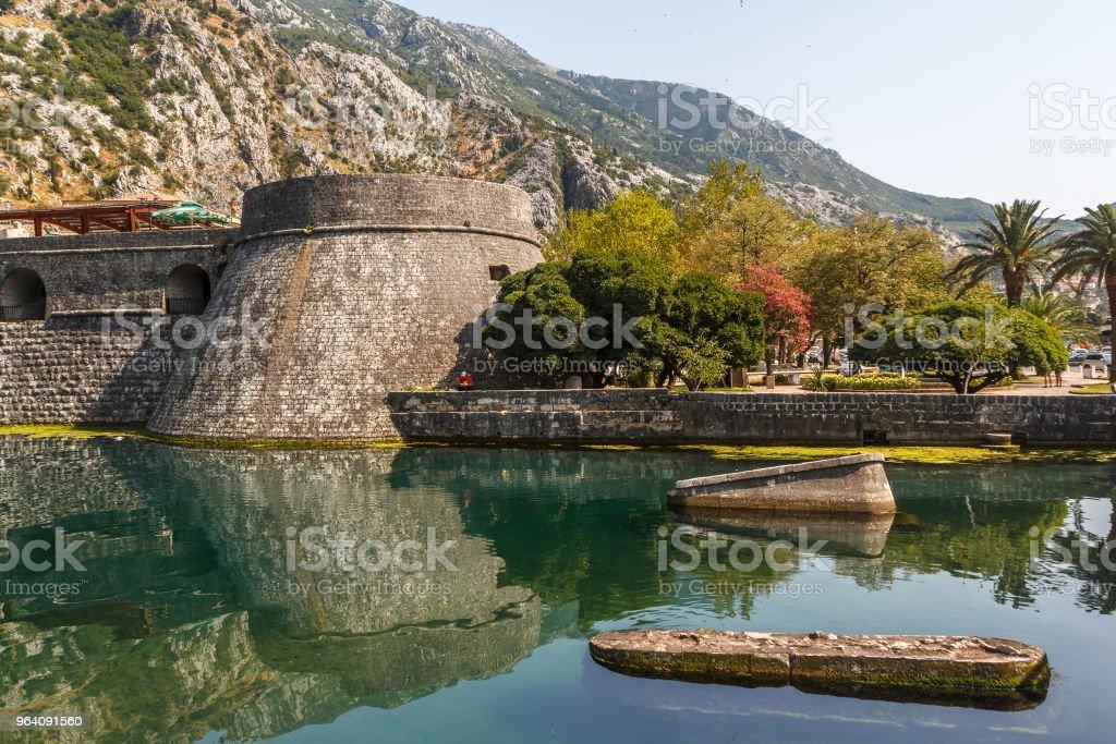 コトル, モンテネグロの城壁 - アドリア海のロイヤリティフリーストックフォト
