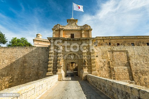 istock Fortified gate to Mdina,Silent City in Malta 934690820