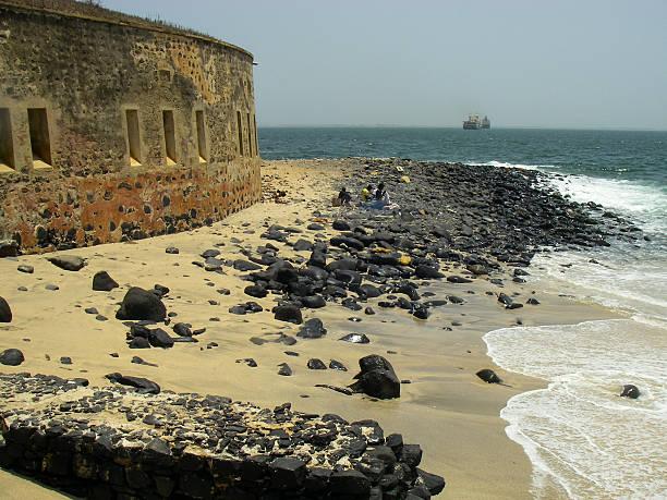 festung und slave entrepot goree island dakar, senegal west africa - senegal news stock-fotos und bilder