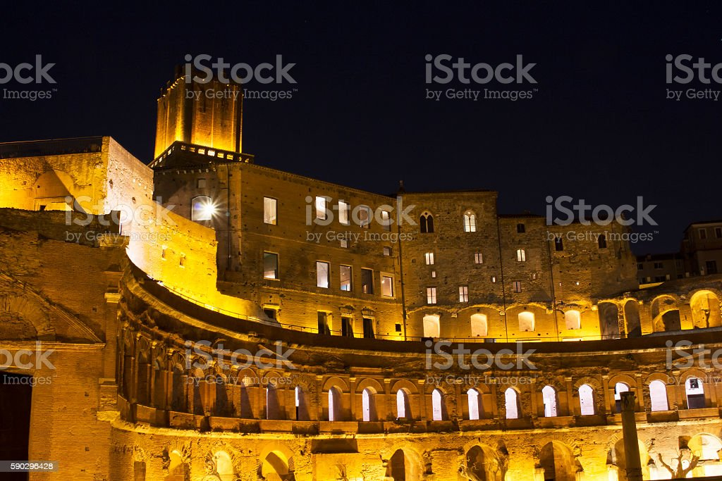 Forum of Augustus (imperial structure) at night in Rome Стоковые фото Стоковая фотография