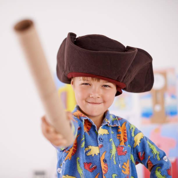 forward herren! - piratenzimmer themen stock-fotos und bilder
