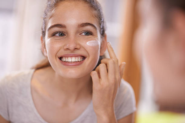 fostering healthy skincare habits - 情況良好 個照片及圖片檔