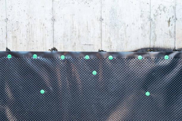 stichting en afdichting membraan kuiltjes drainage board - membraan stockfoto's en -beelden