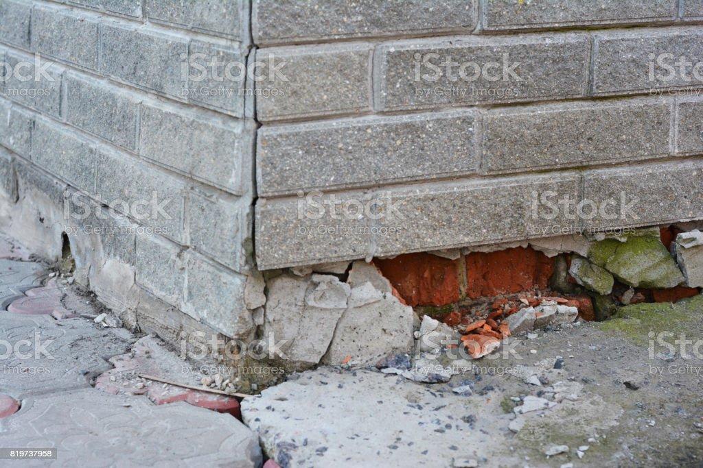 Foundation Repair Warning Signs House Foundation Repair Foundation Repair Broken Foundation House Brick Wall Fotografias De Stock E Mais Imagens De Ao Ar Livre Istock