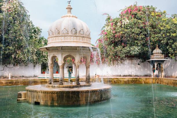 Fountain at Saheliyon Ki Bari (Garden of the Maidens) in Udaipur, India Fountain at Saheliyon Ki Bari (Garden of the Maidens) in Udaipur, India udaipur stock pictures, royalty-free photos & images