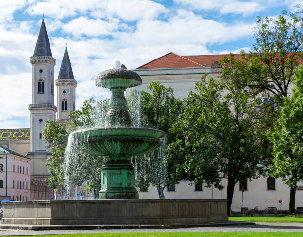 Brunnen an der Universität München – Foto