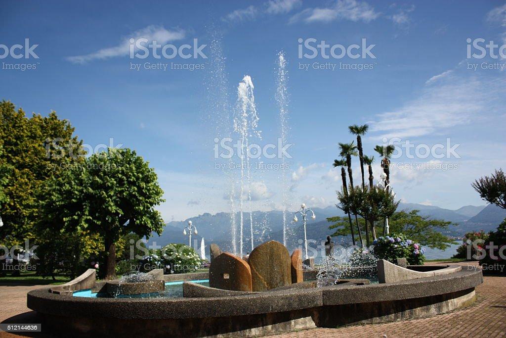 Fontana Del Lungomare Di Stresa Al Lago Maggiore Piemonte Italia Fotografie Stock E Altre Immagini Di Ambientazione Esterna Istock