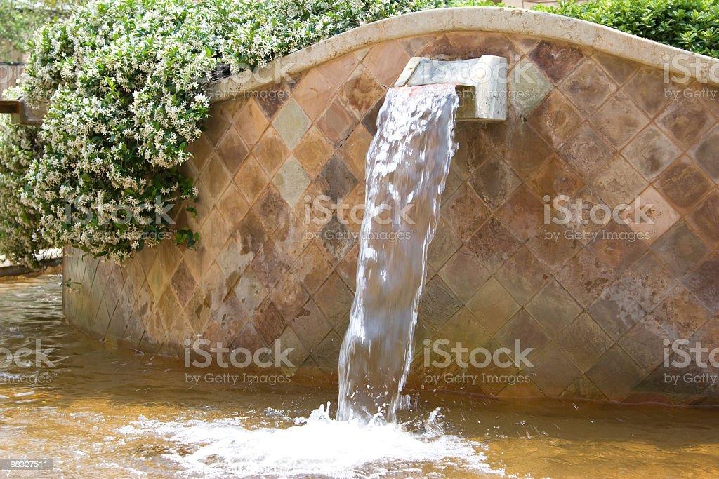 Fontana nel centro città foto stock royalty-free