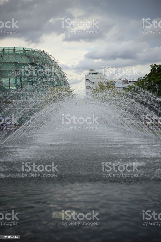 Fontanna w parku  zbiór zdjęć royalty-free