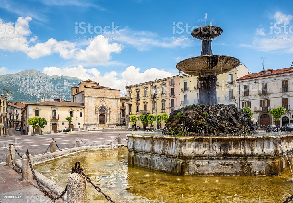 Fontanna w Piazza Garibaldi, Sulmona Abruzja Włochy – zdjęcie