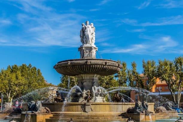 fontaine de la rotonde aix en provence - aix en provence photos et images de collection
