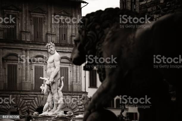 Fountain of neptune in florence picture id643182208?b=1&k=6&m=643182208&s=612x612&h=wkwydcniibvheevy41neu 3zfhie9shdrcwuwsndh9q=