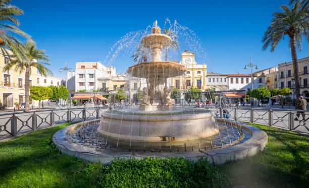 Fuente de la Plaza de España en Mérida - foto de stock