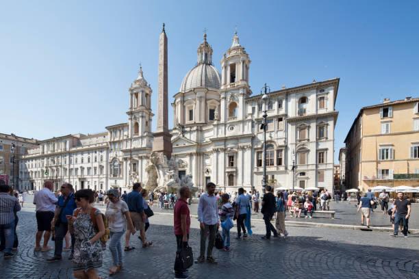 fontana dei fiumi and sant'agnese in agone in piazza navona - roma foto e immagini stock