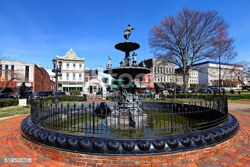 Fountain Square in downtown Bowling Green. Bowling Green is a city in and the county seat of Warren County, Kentucky, United States. As of 2014, its population of 62,479 made it the third most-populous city in the state after Louisville and Lexingto