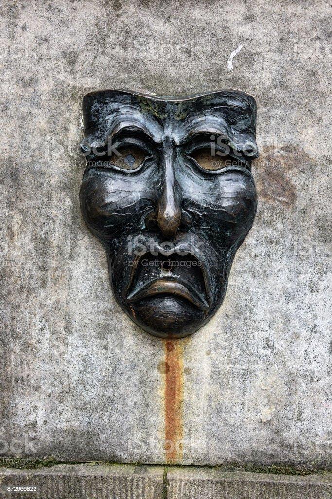 Fountain tragedy mask, Royal Mile, Edinburgh, Scotland stock photo