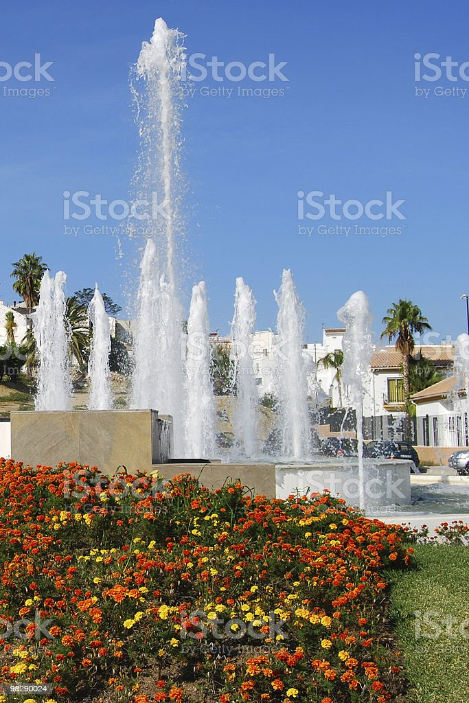 Fontane e i fiori presso El Grande. In Spagna foto stock royalty-free