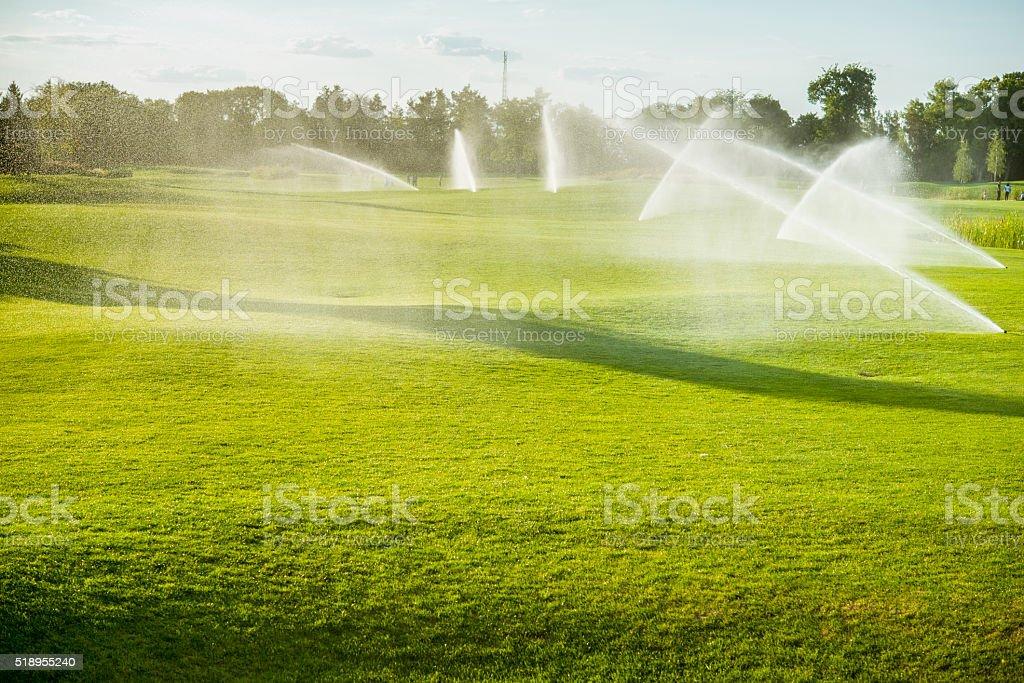 Brunnen hinter Golfplätze – Foto