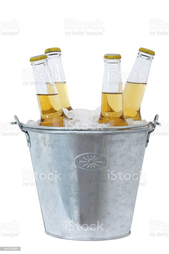 Garrafas de cerveja no gelo - foto de acervo