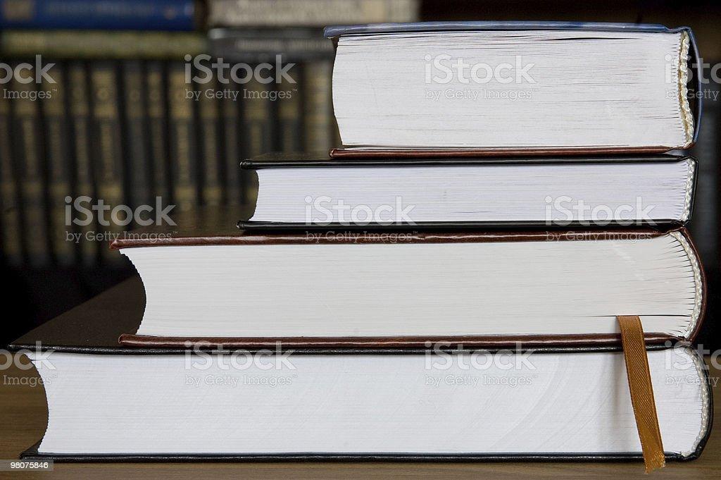 Quattro libri e la Libreria foto stock royalty-free