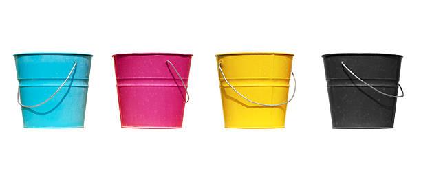 Vier buckets verschiedenen Farben (isoliert – Foto