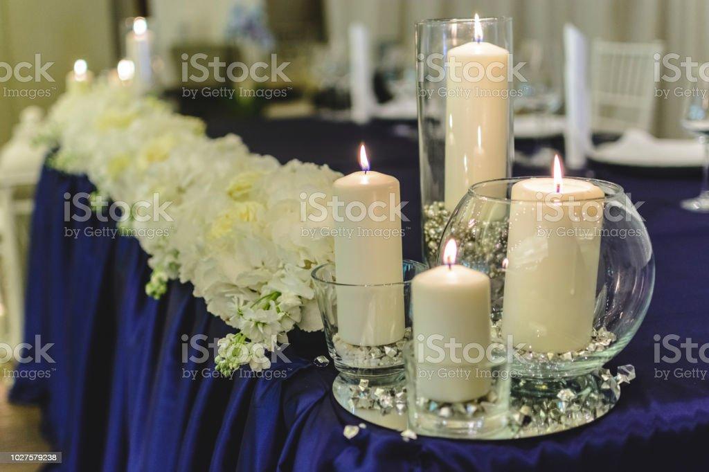 Photo Libre De Droit De Quatre Bougies Sur Une Table De Mariage
