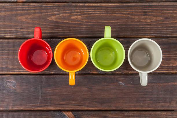 Vier Farbe leer Tee Körbchen, die in einer Reihe – Foto