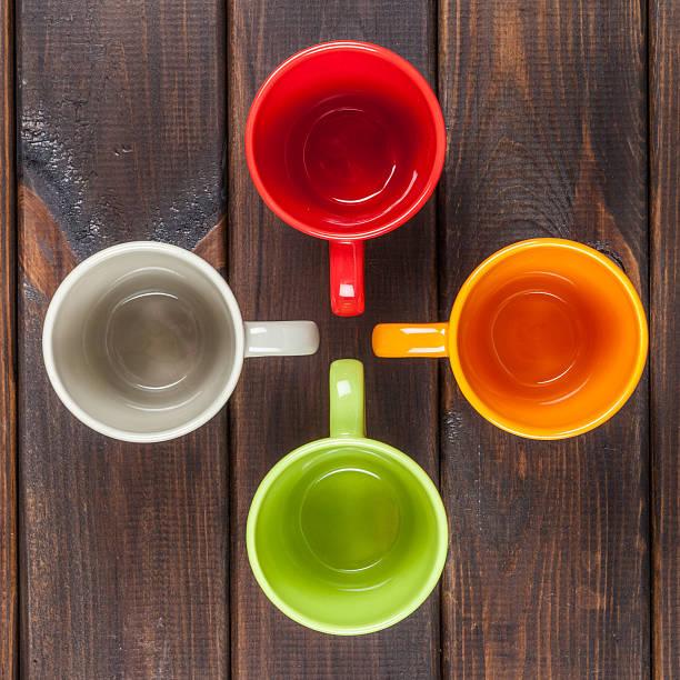 Vier Farbe Tee Körbchen, die in ein Kreuz Aufsicht – Foto